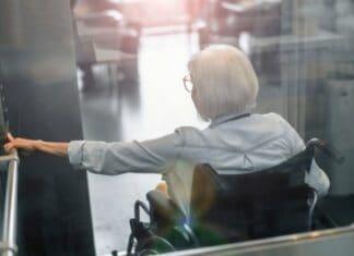 KONE connecte le fauteuil roulant à l'ascenseur